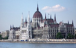 Budapest_Parlament_Csrfly