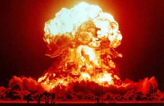 nuclear_testing_1953_570