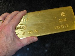 gold_bar_with_hand