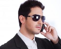 man_on_mobil_phone