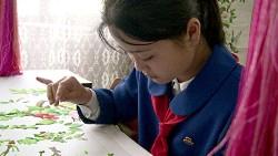 nordkorea_stickendes_maedchen